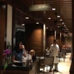Wai' olu Ocean View Loungeでヒルトンの花火を食べながらディナーをとる